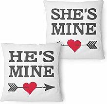 Fashionalarm Partner Kissen 2er Set He's mine & She's mine 40x40 cm mit Füllung   Geschenk Idee Frauen Männer Paar Pärchen Valentinstag Jahrestag, Farbe:weiß