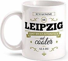 Fashionalarm Tasse Ich komme aus Leipzig - beidseitig bedruckt mit coolem Spruch   Geschenk Idee für Leipziger Männer & Frauen, Farbe:weiß