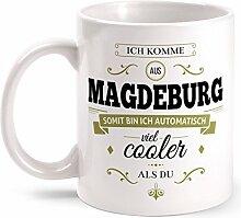 Fashionalarm Tasse Ich komme aus Magdeburg - beidseitig bedruckt mit coolem Spruch   Geschenk Idee für Magdeburger Männer & Frauen, Farbe:weiß