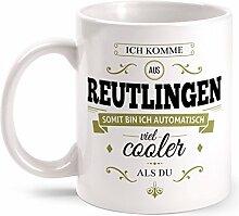 Fashionalarm Tasse Ich komme aus Reutlingen - beidseitig bedruckt mit coolem Spruch   Geschenk Idee für Reutlinger Männer & Frauen, Farbe:weiß