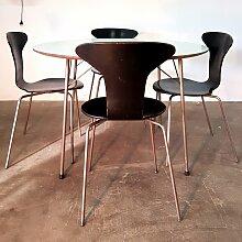 FH3600 Esstisch mit 4 Mosquito Stühlen von Arne