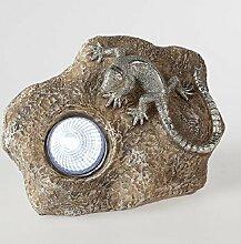 Formano 719515 Gartendeko Lurch auf Stein 18x11x13cm aus Kunststein gefertigt; mit Solar-Licht, welches im Dunkeln leuchte