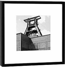 Fotografie im Holzrahmen: Förderturm - Kunstdruck - Format 27 x 27 cm - Rahmenfarbe schwarz - Hochwertiges Wandbild, Geschenkidee oder Souvenir aus Essen