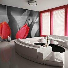 Fototapete Rote Tulpen am schwarz-weißen
