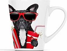 Französische Bulldogge mit Popcorn und Cola auf