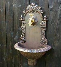 Gartenbrunnen, Handwaschbecken mit Gartenschlauch