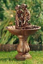 Gartenbrunnen - Spielende Kinder