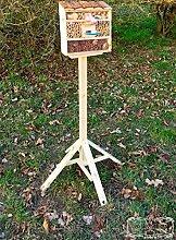 Gartendeko Nistkasten groß hell für Marienkäfer Schmetterling Insektenhotel MIT STÄNDER, Insektenhaus als funktionale Gartendeko mit Futterstation und Holzständer + Holzrinde-Naturdach FDV-STATION-MS als Ergänzung zum Meisen Nistkasten Meisenkasten oder zum Vogelhaus Vogelfutterhaus Futterstation für Vögel, als umweltfreundliches Mittel gegen Blattläuse, ideal für die Beobachtung von Insekten Schmetterlingen Marienkäfer für die natürliche Blattlausbekämpfung