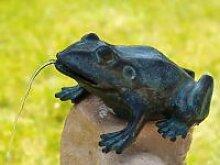 Gartenfigur Frosch sitzend wasserspielend
