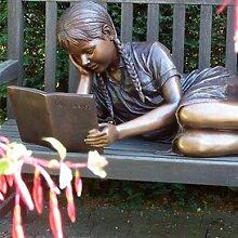 Gartentraum Bronze Figur - Liegendes lesendes