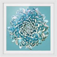 Gerahmtes Papierbild Blaue Chrysantheme East Urban