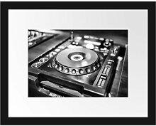 Gerahmtes Poster Grün beleuchteter DJ Pult East