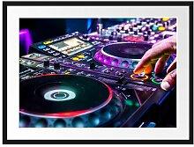 Gerahmtes Poster Modern beleuchteter DJ Pult East