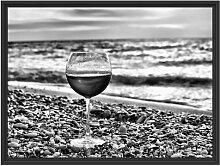 Gerahmtes Wandbild Weinglas am Strand East Urban