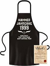 Geschenk-Idee 18. Geburtstag :-: Hammer Jahrgang 1999 :-: Schürze Kochschürze Grillschürze mit Jahreszahl Sprüche Aufdruck :-: Farbe: schwarz für Damen & Herren & Geburtstags-Urkunde