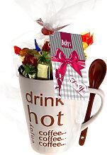 Geschenke Kaffeebecher mit Schokoladen Bonbons und