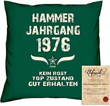 Geschenkidee 42. Geburtstag :-: Kissen Sofakissen Jahreszahl Aufdruck Hammer Jahrgang 1976 :-: Größe: 40x40cm & Geburtstags-Urkunde Farbe: dunkelgrün