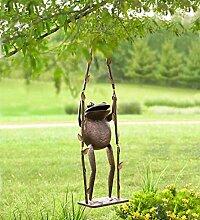 Giant Frosch auf einem Swing Outdoor Dekoration