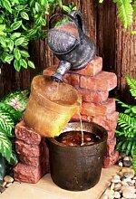 Gießkannen-Brunnen mit Halogenbeleuchtung