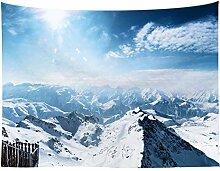 Gipfel der Schneeberge mit Sonnenlicht
