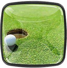 Glas Golfball auf dem Rasen für Kommode
