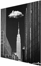 Glasbild New York mit einzelner Wolke East Urban