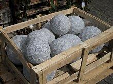 Golfball aus hellem Granit 27 cm Durchmesser -