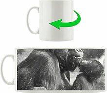 Gorilla mit Kind schwarz weiß, Motivtasse aus