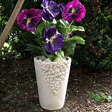 Grabgesteck, Grabvase mit Blüten verziert und Stiefmütterchen. Höhe 36cm