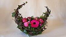 Grabgesteck senden mit frischen Blumen -