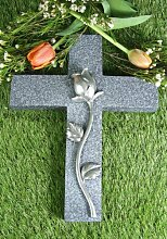 Grabkreuz mit Rose