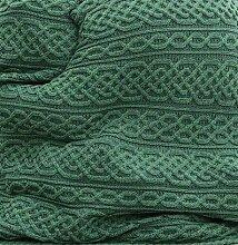 Große, gestrickte, irische Wolldecke aus Merinowolle. Maße: 140 x 102cm