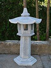 Große japanische Steinlaterne Kakudai Kaku Tachi-Gata aus Steinguss, frostfes