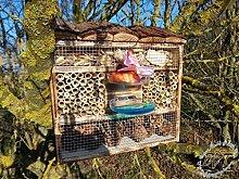 Große Nistkästen Insekten Insektenhotel, Insektenhaus als funktionale Gartendeko mit Futterstation und Holzrinde-Naturdach robust, FDV-STATION-OS gebrannt geflammt schwarz natur Deko als Ergänzung zum Meisen Nistkasten Meisenkasten oder zum Vogelhaus Vogelfutterhaus Futterstation für Vögel, als umweltfreundliches Mittel gegen Blattläuse, ideal für die Beobachtung von Insekten Schmetterlingen Marienkäfer für die ökologische Blattlausbekämpfung