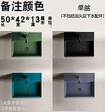 Grüne Persönlichkeit über Aufsatzwaschbecken