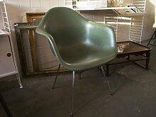 Grüner Vintage Fiberglas Stuhl von Charles & Ray