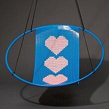 Hängestuhl mit blauer Kreuzstichstickerei von