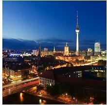 Halbglänzende Tapete Berlin Fernsehturm bei Nacht