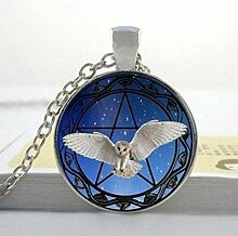 Halskette und Pentagramm Stern Hintergrund Foto