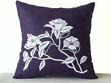 Handgefertigt Lila Kissenhülle mit Camellia Blumen–Hand bestickt Leinen Kissenbezug–Kissenhülle mit Tee Blume Stickerei, violett, 45 x 45 cm