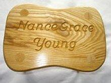 Handgemachter personalisierter Holzhocker für Kinder für Taufe oder ersten Geburtstag