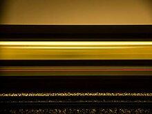 Hochwertige Fototapete - Lichtstreifen eines