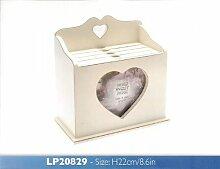 Hölzerne Fotobox mit Herzmotiv