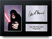 Ian MCDIARMID unterzeichnet A4gedrucktem