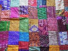Indian Silk Patola Quilt Floral Home Décor Kantha Reverssible Tagesdecke Twin Size Stich Gudri Tagesdecke und Bett Bezug und Raill, Indian Silk Sari kantha Quilt, Multi, 152,4x 228,6cm. Von bhagyoday
