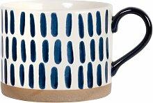 Kaffeebecher aus weißer Fayence mit blauem