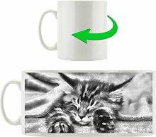 Kaffeebecher Baby-Katze, rote Bettdecke