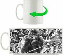 Kaffeebecher Gorilla beim Fressen East Urban Home