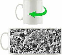 Kaffeebecher Nasenbär sucht nach Nahrung