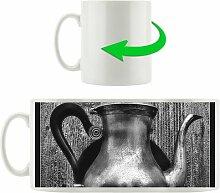 Kaffeebecher Stilvolle alte Teekanne aus Metall